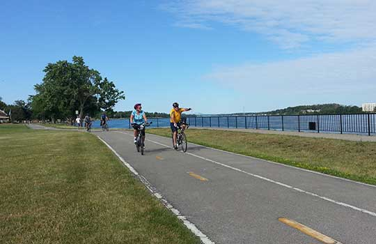 niagara-river-cycling.jpg